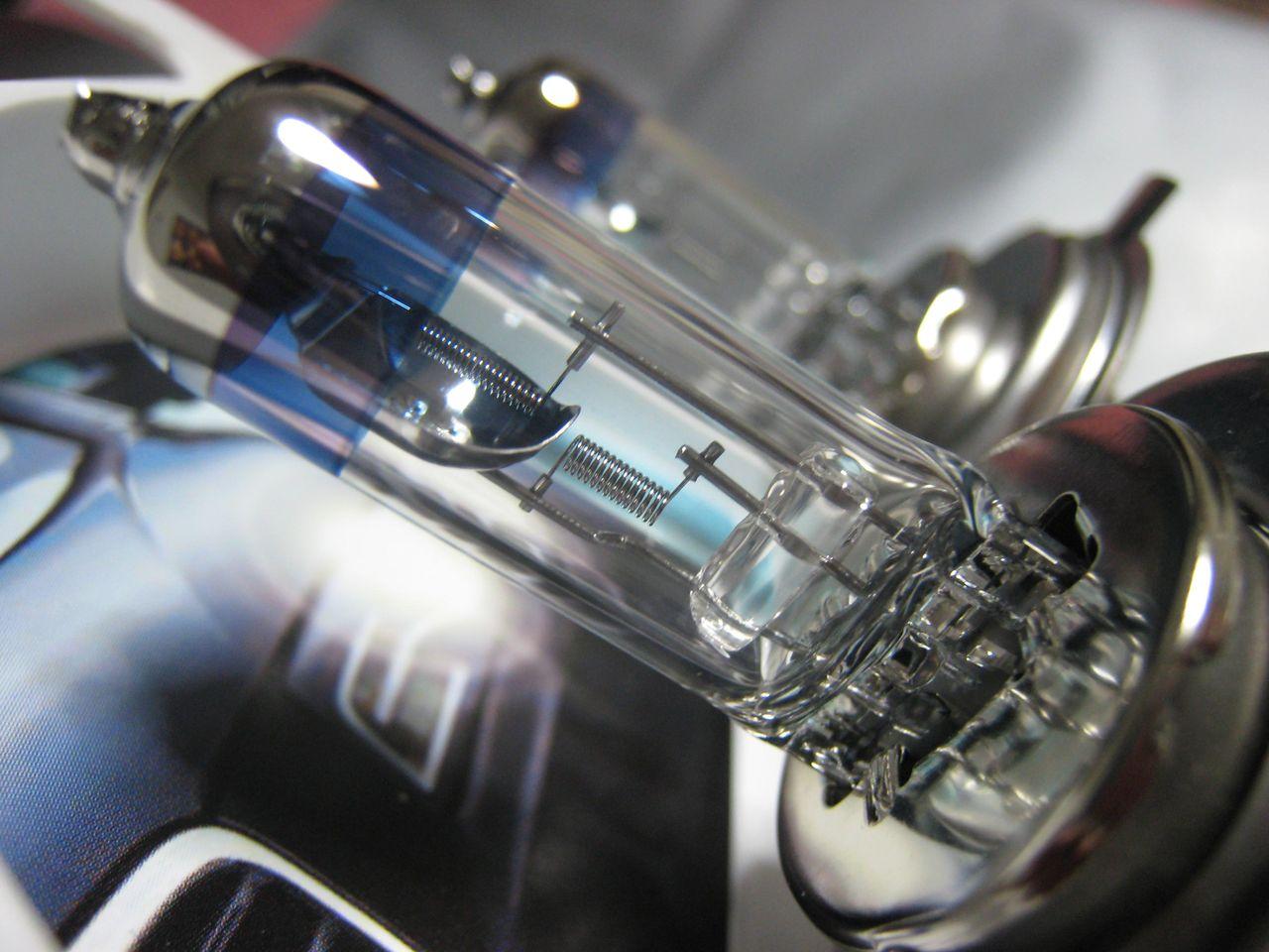 Philips H4 X-treme Vision Auto vs Moto IMG_4425