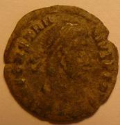 Limpiar moneda con ...instrumento de dentista  Constantiusavers