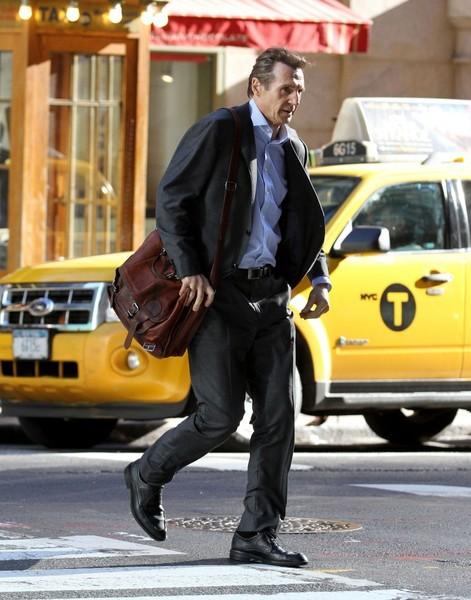 Liam Neeson - Página 2 Liam_Neeson_Stars_Perform_Set_Commuter_NYC_OJDYl