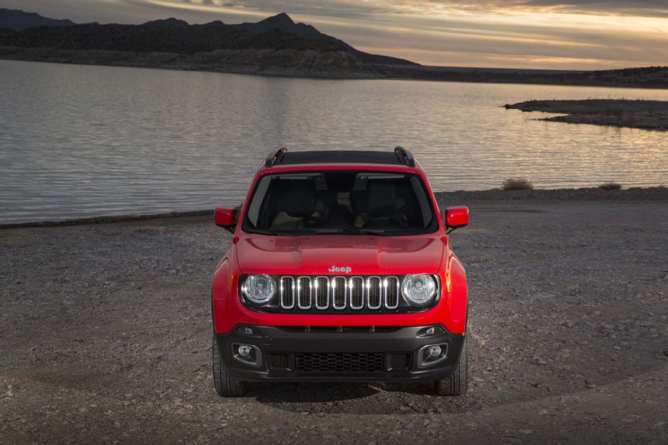 2014 - [Jeep] Renegade - Page 8 2015_Jeep_Renegade_Latitude_front_end_02