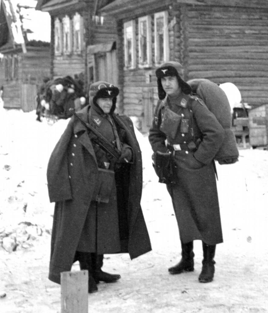 casco - Mis apuntes de WWII - Página 3 2560755720089413999p_BMcya_wbz