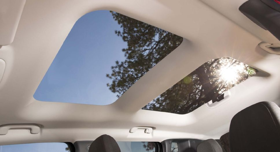 2014 - [Jeep] Renegade - Page 8 2015_Jeep_Renegade_sunroof_moonroof