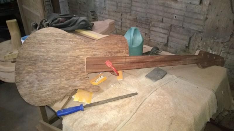 Projeto novo: Singlecut 5 cordas com headstock tipo Musicman (NS Luthieria) 03002a38