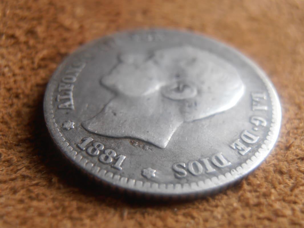 1 Peseta 1881. Alfonso XII. Variante oreja rayada P2190005