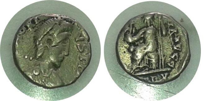Silicua de Honorio. VIRTVS RO-MANORVM. Roma sedente a izq. Mediolanum. Silicua