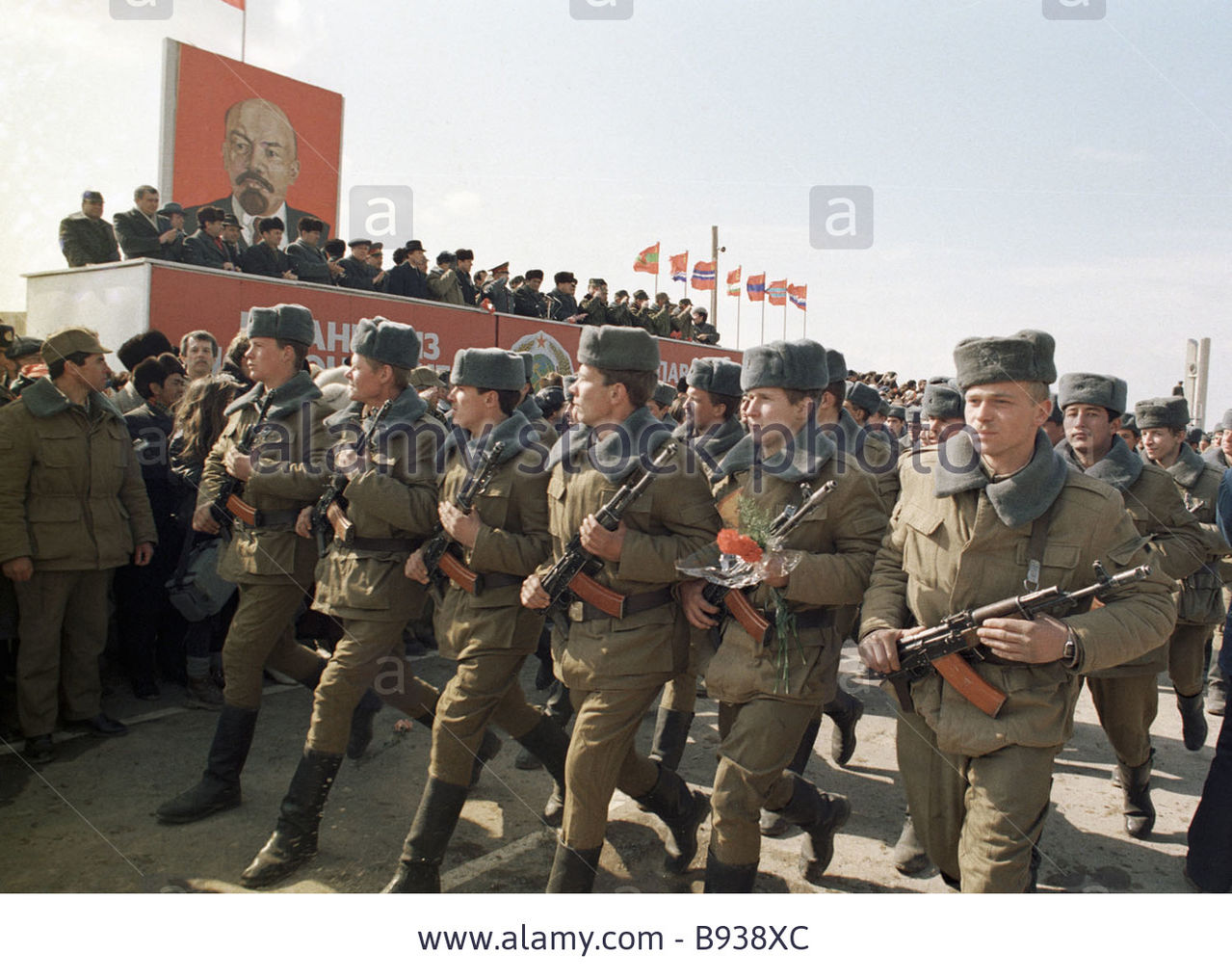 Soviet Afghanistan war - Page 5 Soviet_soldiers_parading_on_the_limited_continge