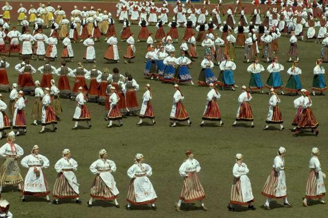 HAPPY BIRTHDAY THREAD Estonia_dance_and_music_festival_20_4_08