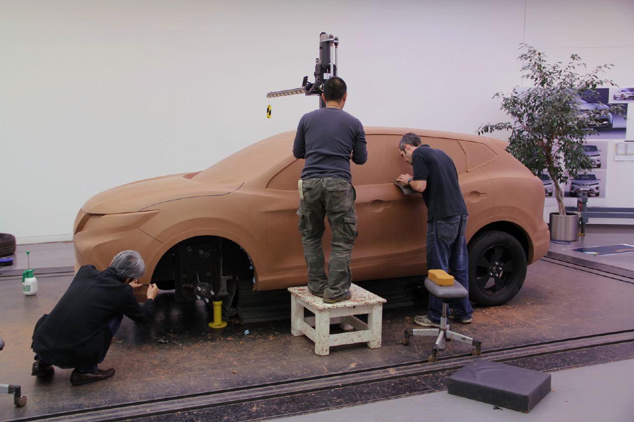 [Présentation] Le design par Nissan / Infiniti Nissan_qashqai_clay_modeling_02