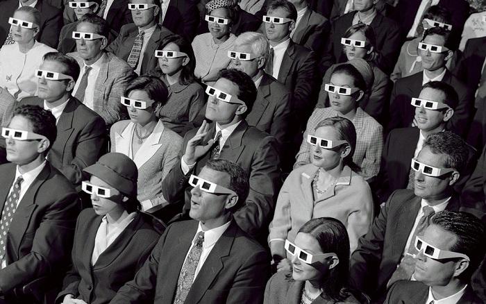 "MACHINERGY ""Sounds Evolution"" Video Premiere ON AIR! - Página 7 Old_skool_3d_cinema_audience"