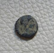 AE4 de Constancio II. VICTORIAE DD AVGGQ NN. Dos Victorias enfrentadas. Ceca Arles. 20170128_153508_1