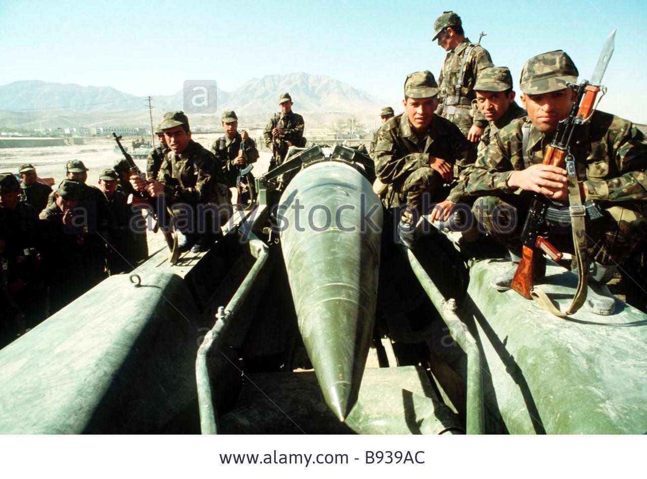 Soviet Afghanistan war - Page 5 Soviet_soldiers_in_afghanistan_B939_AC