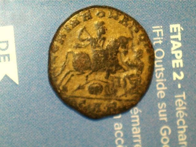 AE3 de Magnencio. GLORIA ROMANORVM. Emperador a caballo lanceando a enemigo. Ceca Arles. 2017_02_07_0011_0_X