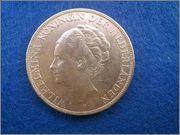 2 [size=10]1/2[/size] Gulden de 1930 a nombre de Guillermina de Holanda. 2_gulden_Holanda_1930_anver