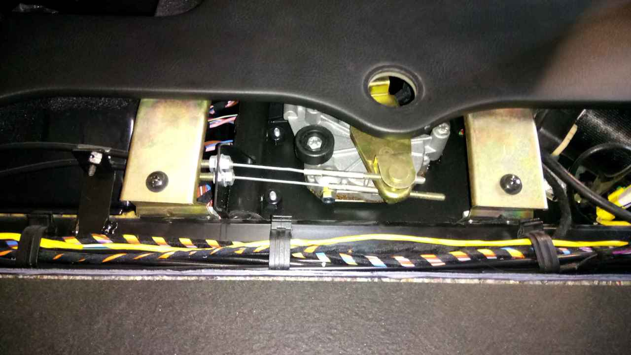 Capote bloquée comme si capotage en cours - 4200 Spyder DSC_0465