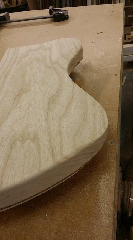 Construção caseira (amadora)- Bass Single cut 5 strings Tummy_contour