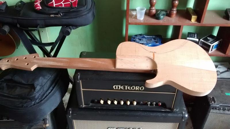 Projeto novo: Singlecut 5 cordas com headstock tipo Musicman (NS Luthieria) IMG_20140910_143208640_1