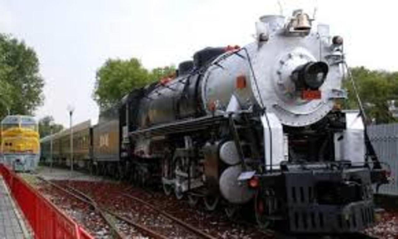 Tren oficial  EL OLIVO- medio histórico de servicio a los Presidentes en turno  LOCOMOTORASPRESIDENCIALES