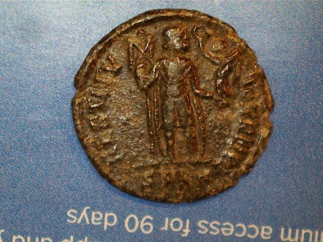 AE3 de Valentiniano I. RESTITV-TOR REIP. Emperador estante de frente. Ceca Cyzicus. 2017_01_16_0011_0_X