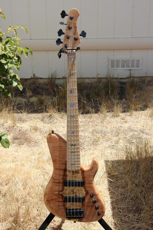 Projeto novo: Singlecut 5 cordas com headstock tipo Musicman (NS Luthieria) IMG_1080_zps2668255d