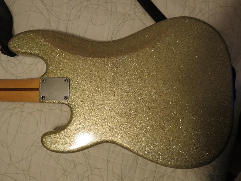 Dúvidas sobre um Fender(?) Precision IMG_4606