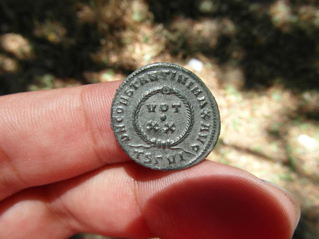 AE3 de Constantino I. DN CONSTANTINI MAX AVG /  VOT XX. Tesalonica RH715_D2