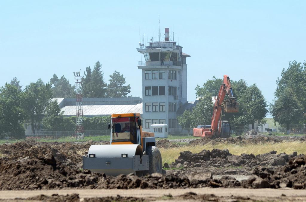 AEROPORTUL SUCEAVA (STEFAN CEL MARE) - Lucrari de modernizare - Pagina 2 DSC_0216