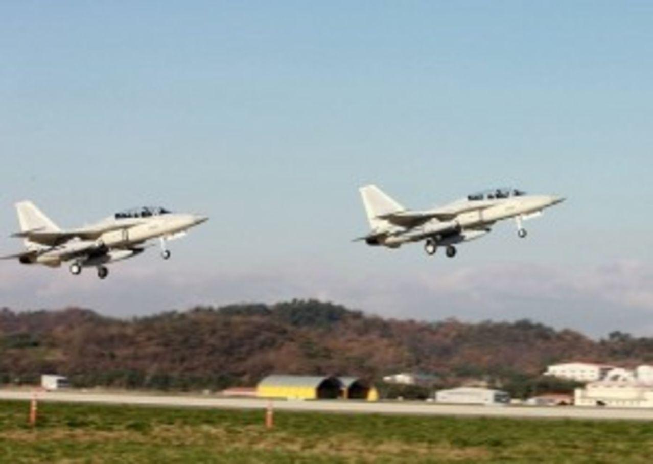 Fuerzas Armadas de Filipinas - Armada - Fuerzas Especiales- Fuerza Aerea - Ejercito - notas, equipos, inversiones y noticias Air_force_jets_FA50_PAF