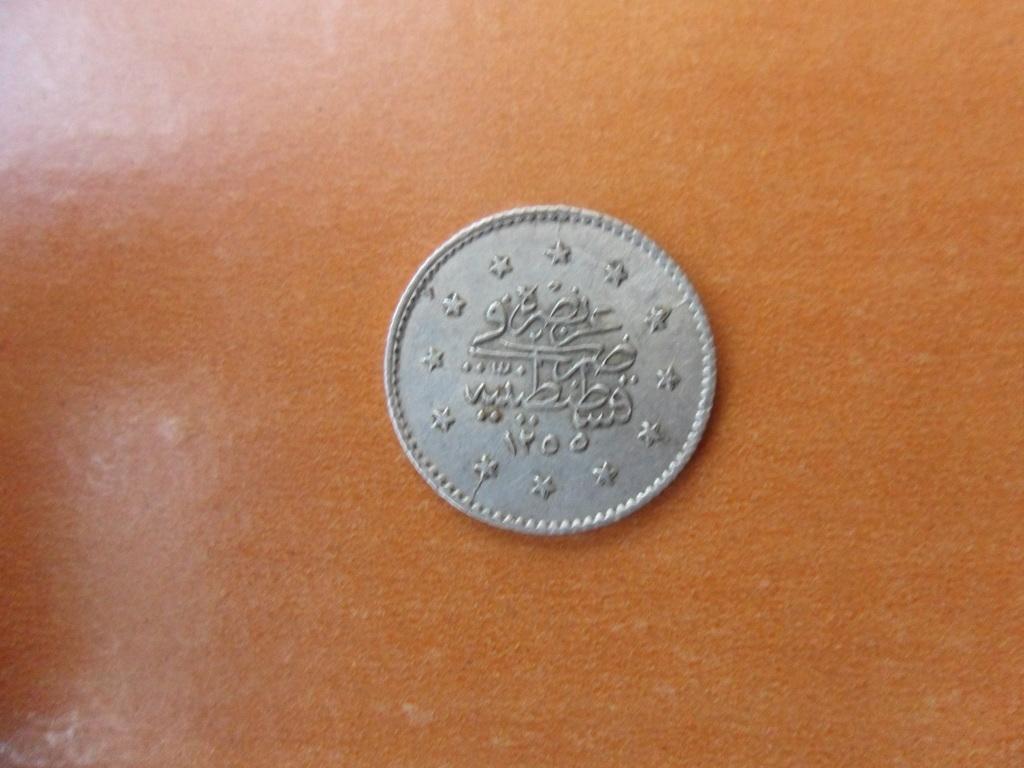 Hola,alguien que me pueda decir algo de esta moneda de plata?? 006