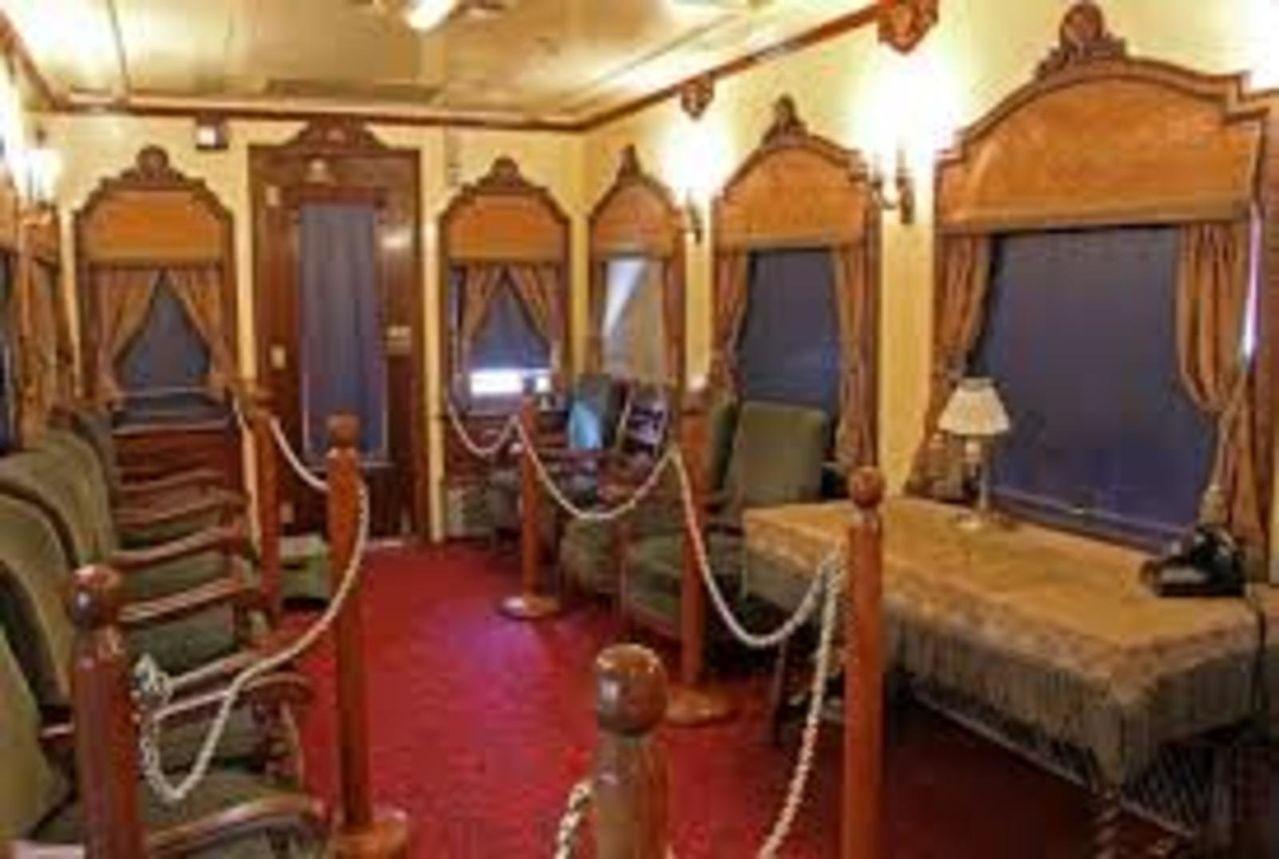Tren oficial  EL OLIVO- medio histórico de servicio a los Presidentes en turno  VAGONDECORACIONPORFIRIANA
