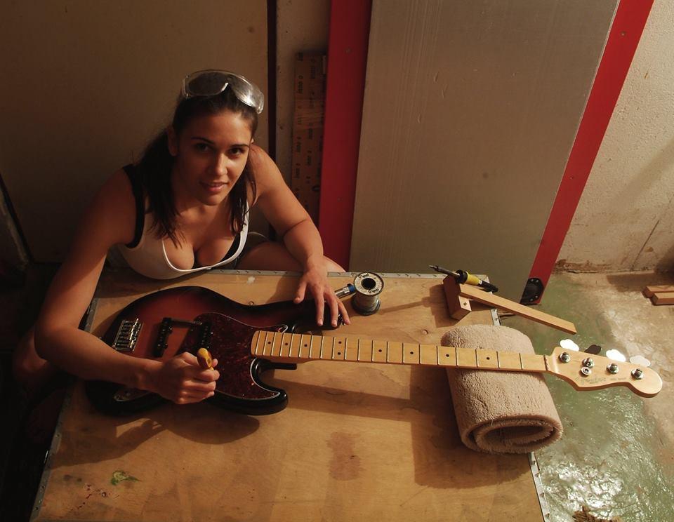 Fotos de mulheres tocando baixo. TOPICO PARA CONEXOES RAPIDAS - Parte II - Página 12 10403362_727250663999506_5394669644687013239_n