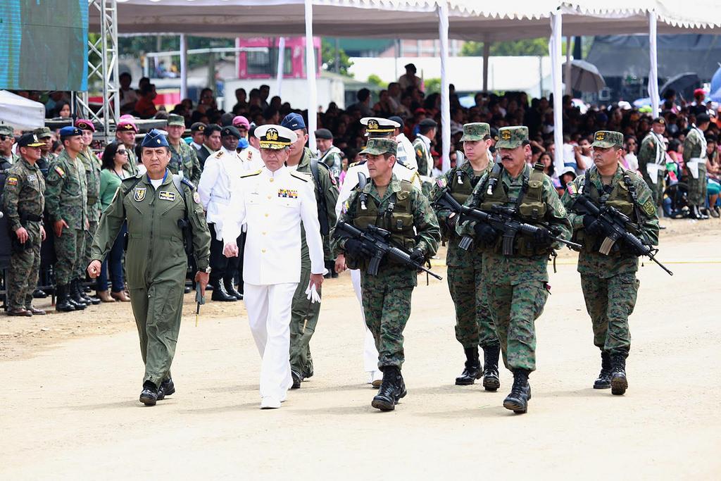 Armée Equatorienne/Fuerzas Armadas del Ecuador - Page 4 0_15