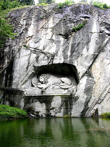 El león herido de la montaña 1_Crying_Lion2