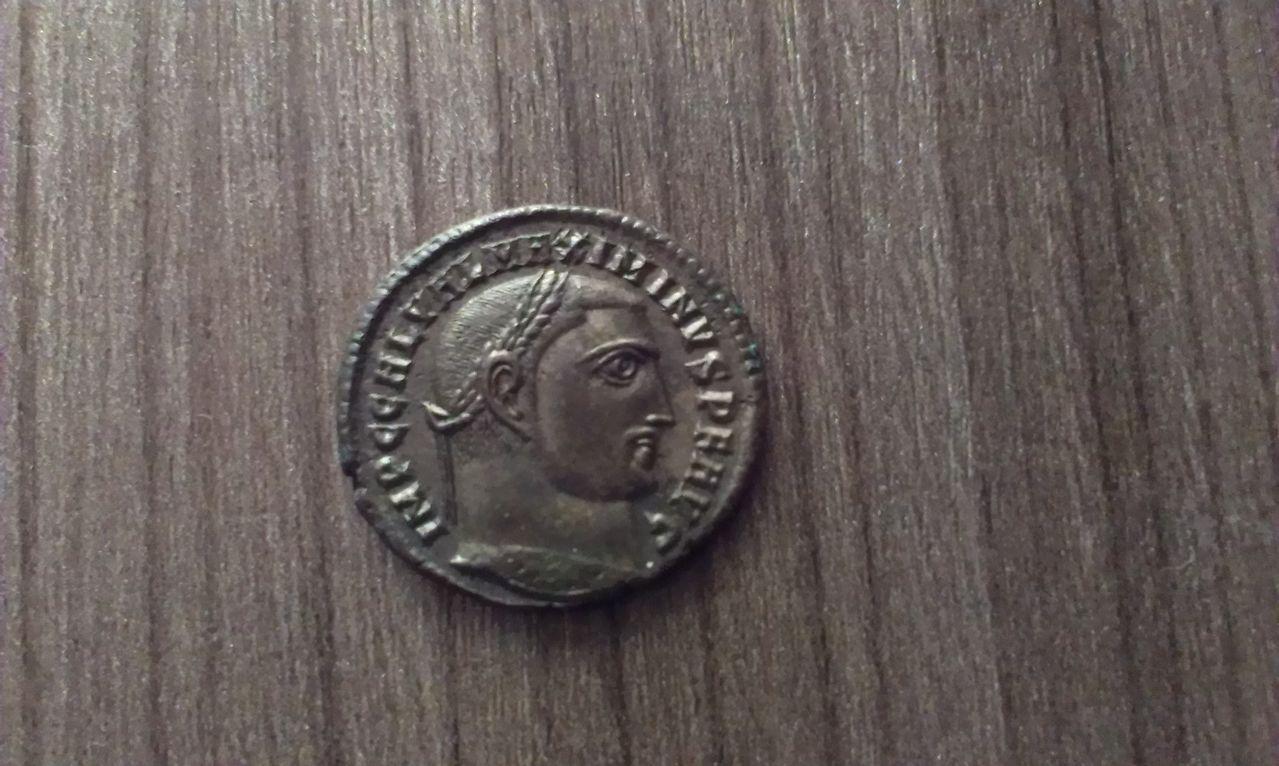 Follis Maximino II Daia. GENIO AVGVSTI. Nicomedia IMAG0767