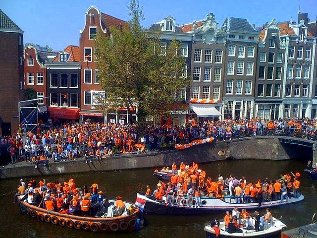 HAPPY BIRTHDAY THREAD Koninginnedag_Beatrix_2013