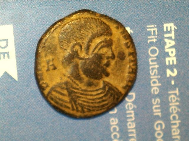 AE3 de Magnencio. GLORIA ROMANORVM. Emperador a caballo lanceando a enemigo. Ceca Arles. 2017_02_07_0010_0_X