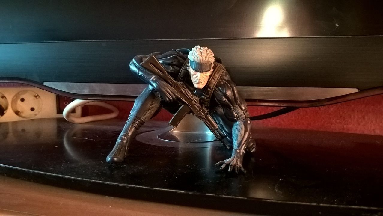 Metal Gear  Solid 4 Figura Old Snake y Libro Master Art Works WP_20151202_16_47_25_Pro