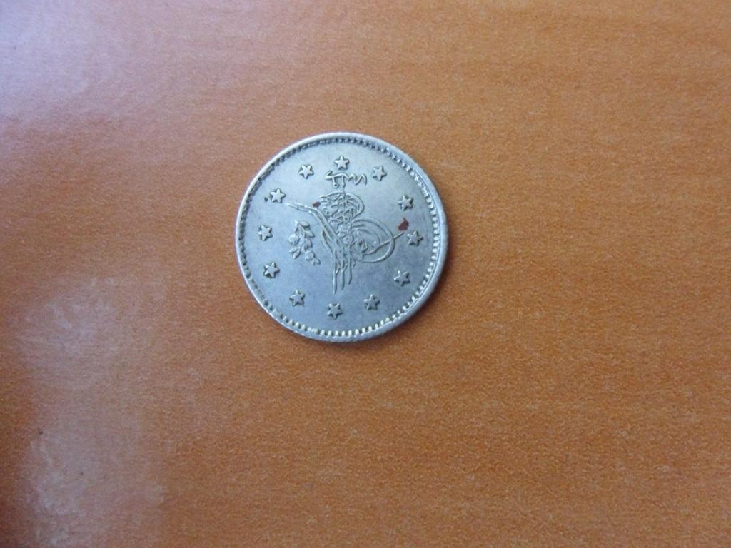 Hola,alguien que me pueda decir algo de esta moneda de plata?? 007