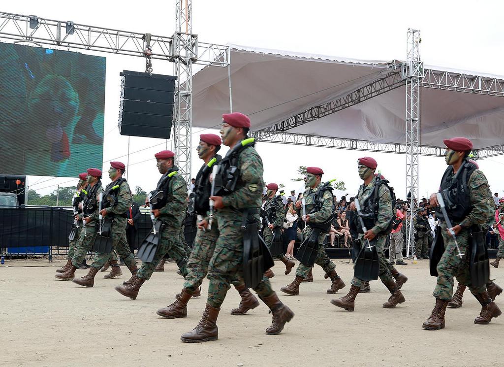Armée Equatorienne/Fuerzas Armadas del Ecuador - Page 4 0_20