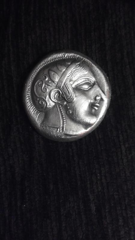 Reproducción actual de un Decadracma de Atenas del siglo V a.C. IMG_20160328_150049