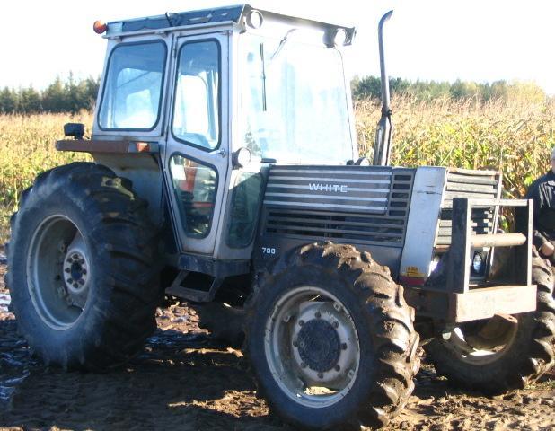 Hilo de tractores antiguos. - Página 4 White_700