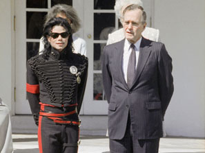 ¿Cuánto mide Michael Jackson? - Altura - Real height 090626_jackson_bush_ap_297