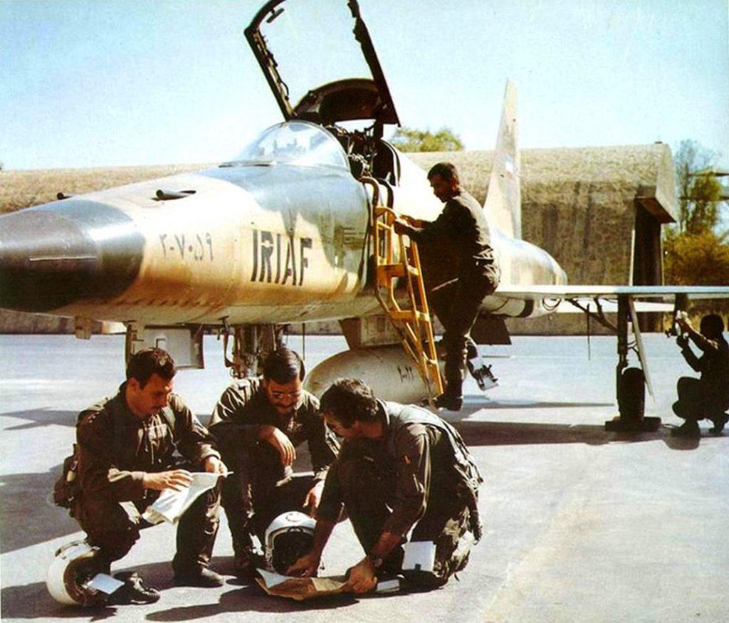 في العام 1980 : النيران الصديقه كانت من اهم اسباب مقتل الطيارين الايرانيين  1-S7H2aq_goibfvC-9JAZ-w-1024x875