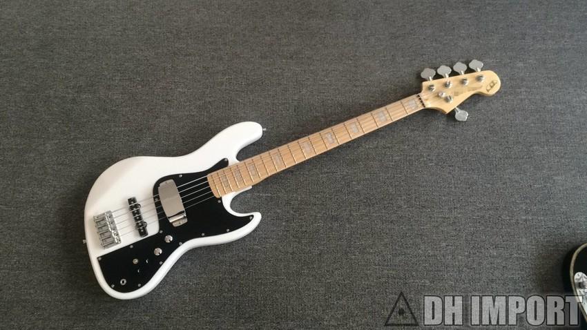 Fender Jazz Bass Chinês 850xN