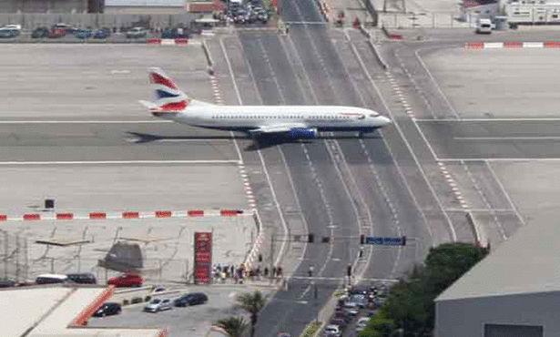 أخطر 10 مطارات في العالم !!   Large