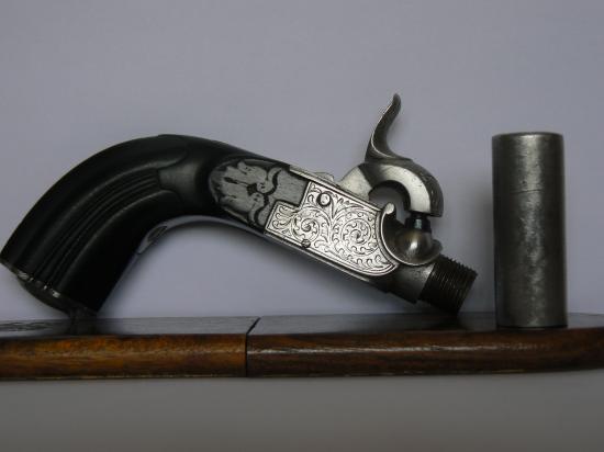 Petits pistolets de poche à percussion P1050134