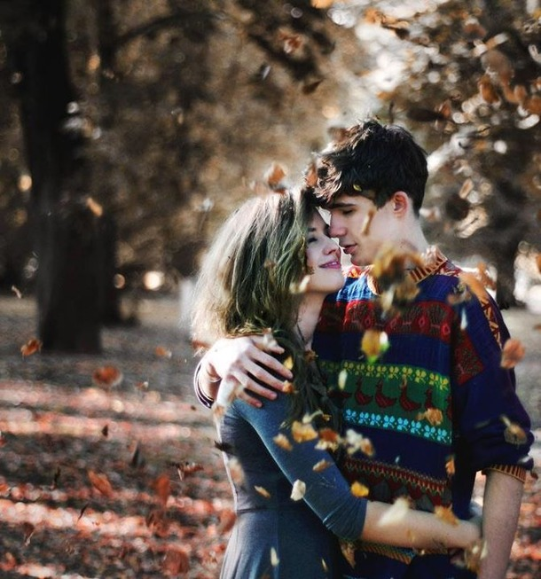 Ljubav i romantika u slici  Favim.com-autumn-boy-girl-leaves-love-344013