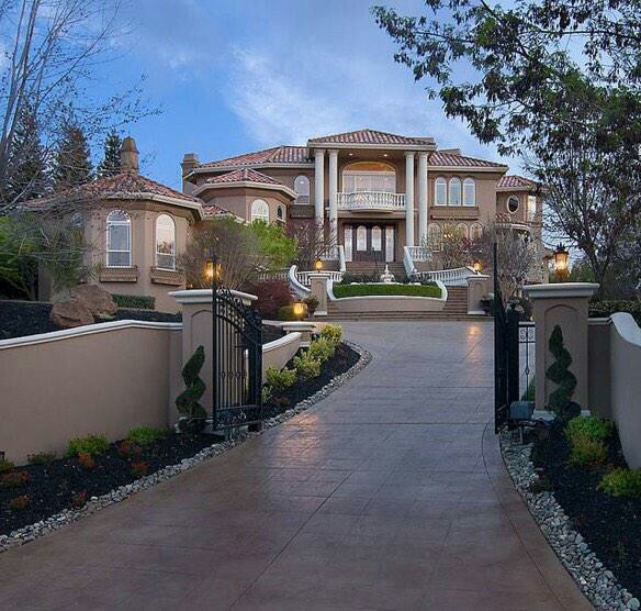 بيوت الأحلام Beautiful-big-dream-house-garden-Favim.com-2430022
