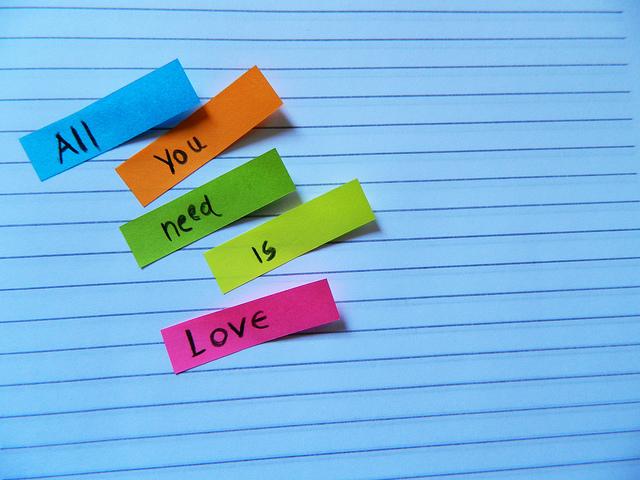 Qualche statistica inerente al forum - Pagina 3 Across-the-universe-all-you-need-is-love-beatles-colors-love-Favim.com-312555