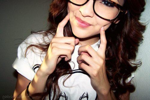 ♥ادخل للمنتدى مبتسم Smile اتاكد راح ترتاح وانت هنا♥♥ ضع بصمتك مبتسم ♥♥ Girl-glasses-smile-Favim.com-322720