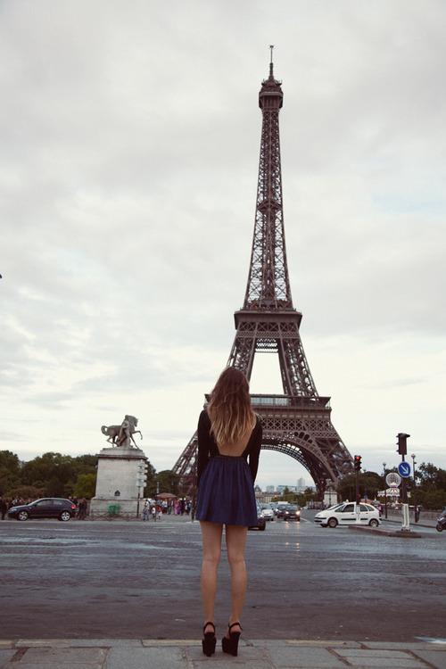 شعر كوميدي ( باريس )  City-eifel-tower-girl-love-paris-Favim.com-351453